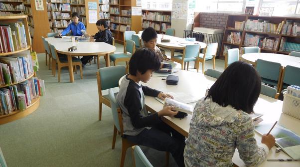 図書館やインターネット等で情報収集
